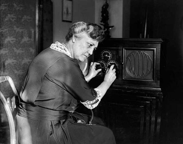 164_1924_senora_harris_radio-we